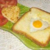 Як приготувати яєчня в хлібі у формі серця - рецепт