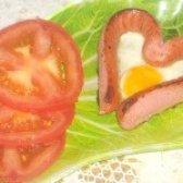 Як приготувати яєчню в сосиску у формі серця - рецепт