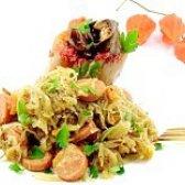 Як приготувати капусту квашену тушковану з сосисками - рецепт
