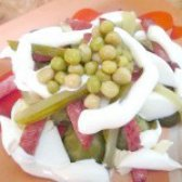 Як приготувати салат із брюссельської капусти з яйцем і ковбасою - рецепт