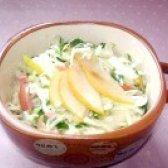Як приготувати салат з капусти з грушею і сосисками - рецепт