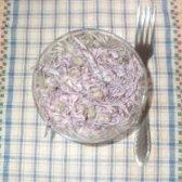 Як приготувати салат з червонокачанної капусти з зеленим горошком - рецепт