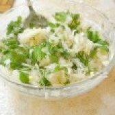 Як приготувати салат з квашеної капусти і картоплі - рецепт