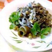 Як приготувати салат з ламінарії з горошком - рецепт