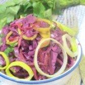 Як приготувати салат з маринованої капусти - рецепт