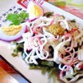 Як приготувати салат з морської капусти і смажених крабових паличок - рецепт