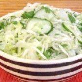 Як приготувати салат зі свіжої капусти з огірками - рецепт