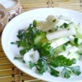 Як приготувати салат огірковий з кольрабі - рецепт