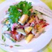 Як приготувати салат овочевий з ковбасою - рецепт