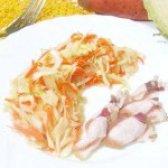 Як приготувати салат з капусти та моркви - рецепт