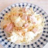 Як приготувати салат з пекінською капустою та ковбасою - рецепт