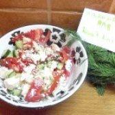 Як приготувати салат з сиром фета і овочами - рецепт