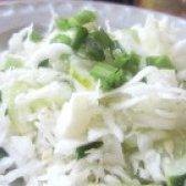 Як приготувати салат зі свіжою капустою та огірками - рецепт