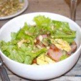 Як приготувати соковитий салат з беконом і гарбузовим насінням - рецепт