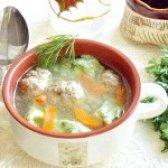 Як приготувати суп з галушками зі шпинату і фрикадельками - рецепт