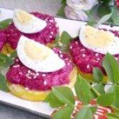 Як приготувати буряковий салат на кабачкової подушці - рецепт