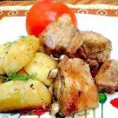 Як приготувати свинячі реберця запечені з картоплею - рецепт