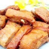 Як приготувати свинячі реберця запечені з часником - рецепт