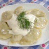 Як приготувати вареники по - українськи з молодої капусти з малому і сметаною - рецепт
