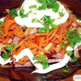 Кулінарний рецепт салат з сухариками і ковбасою з фото