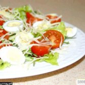 Рецепт салат з руколою і помідорами та перепелиними яйцями з фото