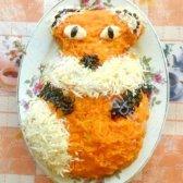 Рецепт салат лисичка з печерицями та солоними огірками з фото