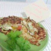 Як приготувати кабачкові оладки з начинкою з сиру і помідорів - рецепт