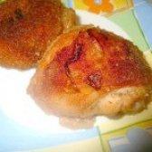 Як приготувати курячі стегенця в панірувальних сухарях - рецепт