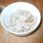 Як приготувати молочну гречану кашу з родзинками - рецепт