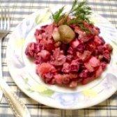 Як приготувати буряковий салат з грибами - рецепт