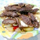 Як приготувати теплий салат з печінкою - рецепт