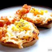 Кулінарний рецепт яєчня з помідорами і сиром з фото