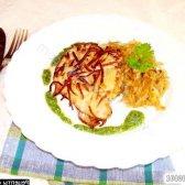 Рецепт куряче філе в картопляної скоринці з гарніром і соусом з фото