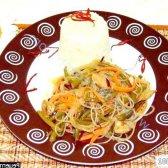 Рецепт салат фунчоза з м'ясом і часниковими стрілками з фото