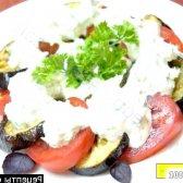 Рецепт салат з обсмаженими баклажанами і свіжими помідорами з фото