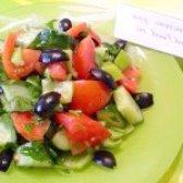 Як приготувати овочевий салат з маслинами - рецепт