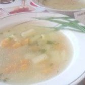 Як приготувати овочевий суп на курячому бульйоні? рецепт