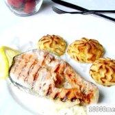 Рецепт лосось з картоплею в вершково-цибульному соусі з картоплею на гарнір з фото