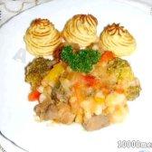 Рецепт овочеве рагу зі свининою під картопляно-томатним соусом з фото